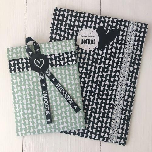 cadeautjes inpakken giftwrpapping cadeautjes cadeautje cadeauzakjes cadeauzakje kadozakjes kadozakje zwart wit kopen webshop online bestellen winkeltjevanlies kadootje